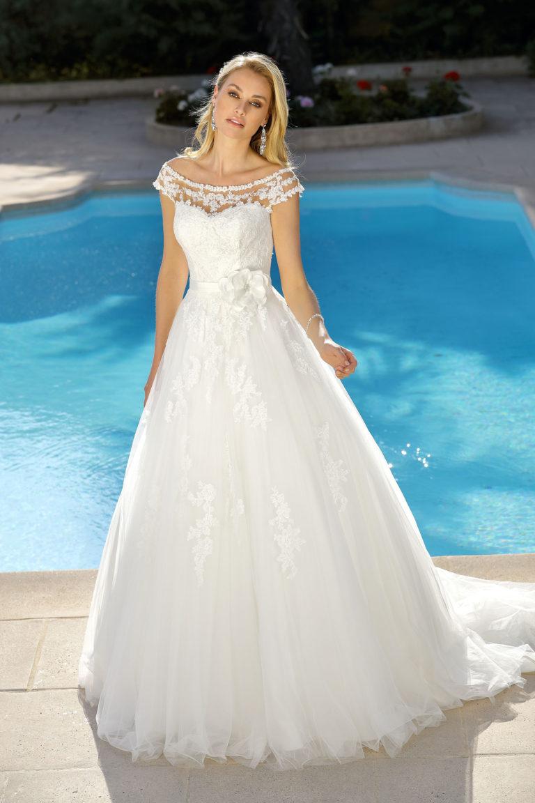 Brautkleid mit Blüte, A-Linie, Hochzeitskleider Amberg